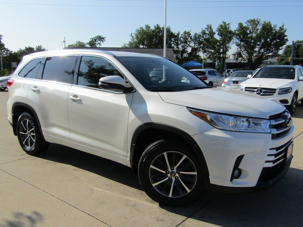 Pre-Owned 2017 Toyota Highlander XLE AWD
